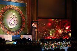حسن ریوندی در کنار هنرمندان دیگر کشور